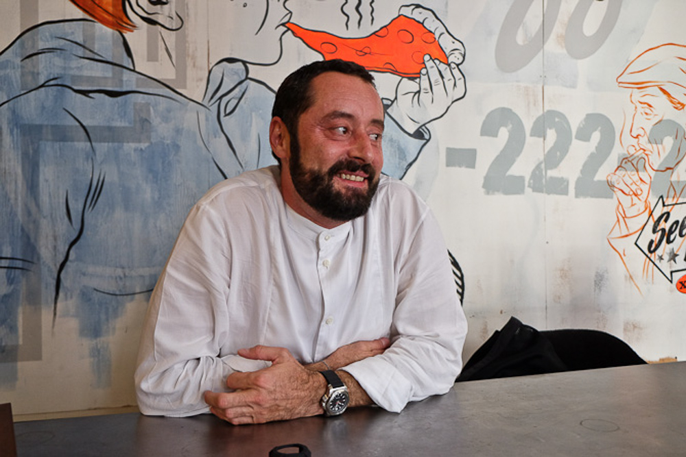 Francois - designeren. Under et interview i New York.