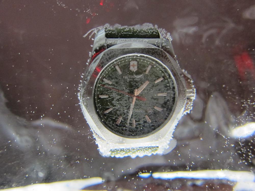 En stålvariant - indefrosset i is. Som en af de mange tests.
