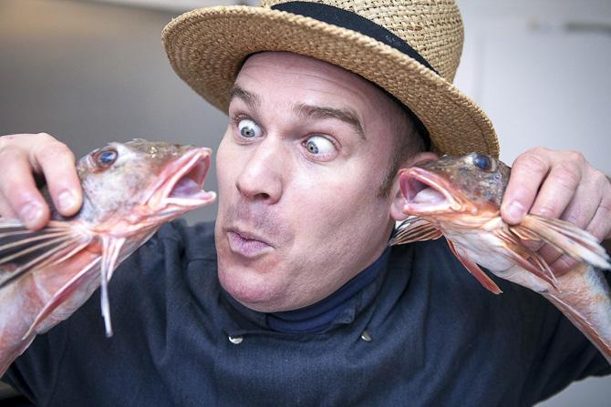 Rasmus. Med hat og fisk - snubbet fra Windsor Fisk på Facebook