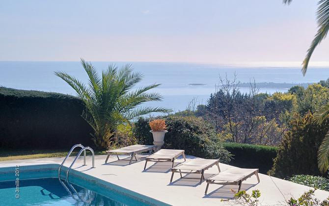 Slæng dig på en stol, læn dig tilbage og slap af. I hvert fald indtil turen går til Cannes om aftenen...