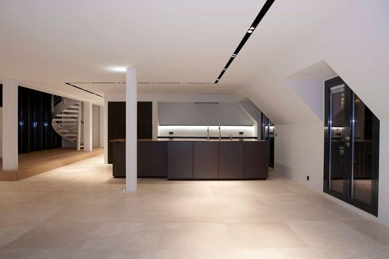 Køkken med metalfronter