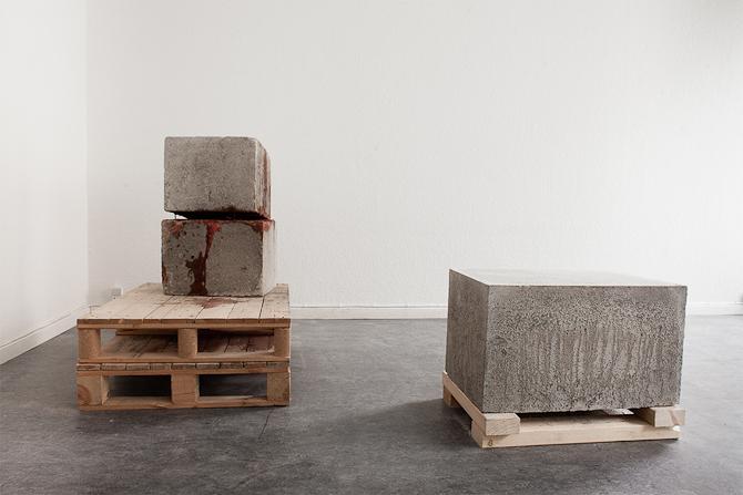 Installationsbillede om beton og skulptur. Kim kommer ind på dette længere nede...