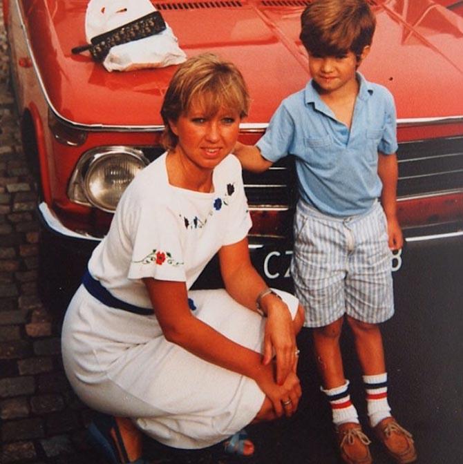 Min mor og jeg. For et års tiden siden. Omtrent.