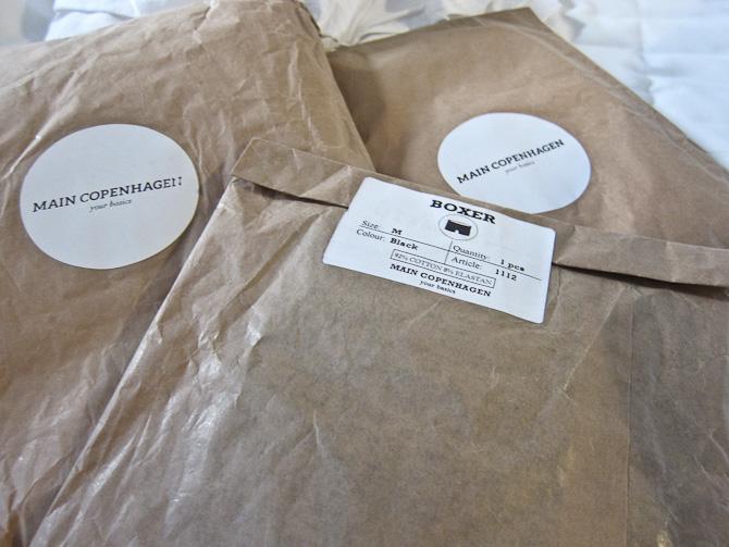 Således ser herlighederne ud, når de ankommer, og er pakket ud af første indpakning.
