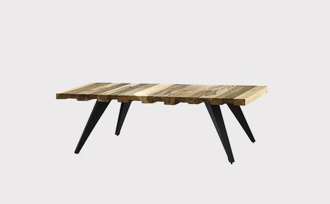 Mill Lounge bordet er lavet af genbrugs teaktræ og ditto aluminium til benene. Længde: 120 cm. Bredde: 75 cm. Højde: 40 cm
