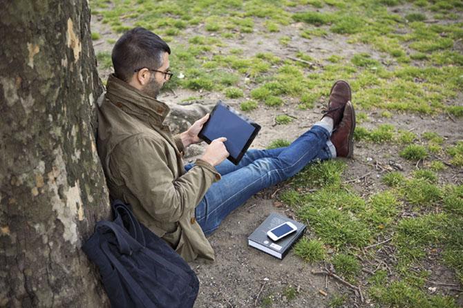 Arbejde og fritid smelter sammen. Og du kan komme på over alt. Selv under et træ. Tak til SkyDrive.