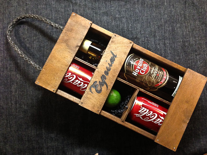 En festlig kasse er på højkant i dag....