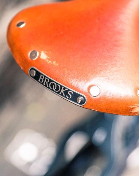 Brooks detalje