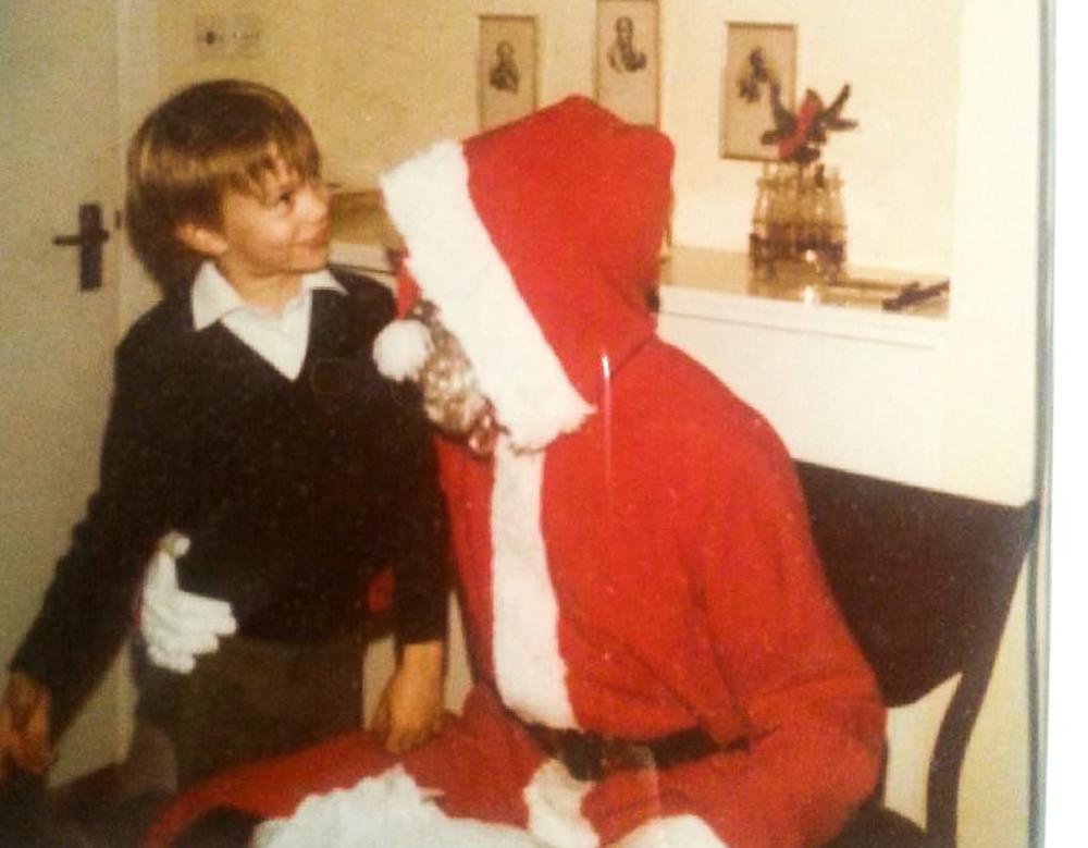 Min ældste fætter og julemanden, som havde det med at tabe gaver i haven...