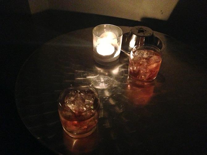En svært maskulin drink blev nydt