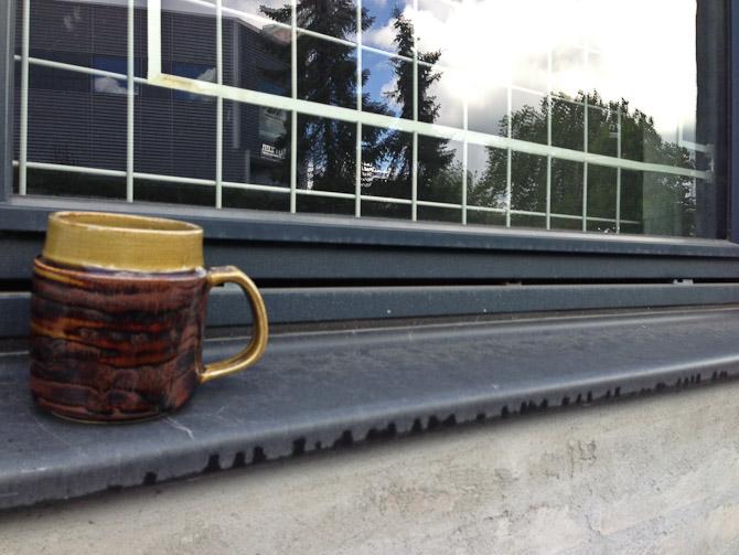 Kaffemoment med keramik i kopform