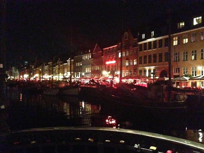 Solen gik tidligt ned over Nyhavn, men der var stadig lebend