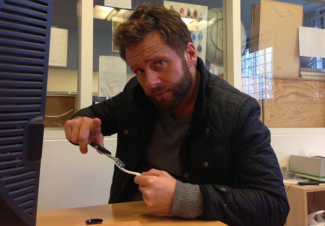 Kavver havde travlt med... at måle tandbørster.