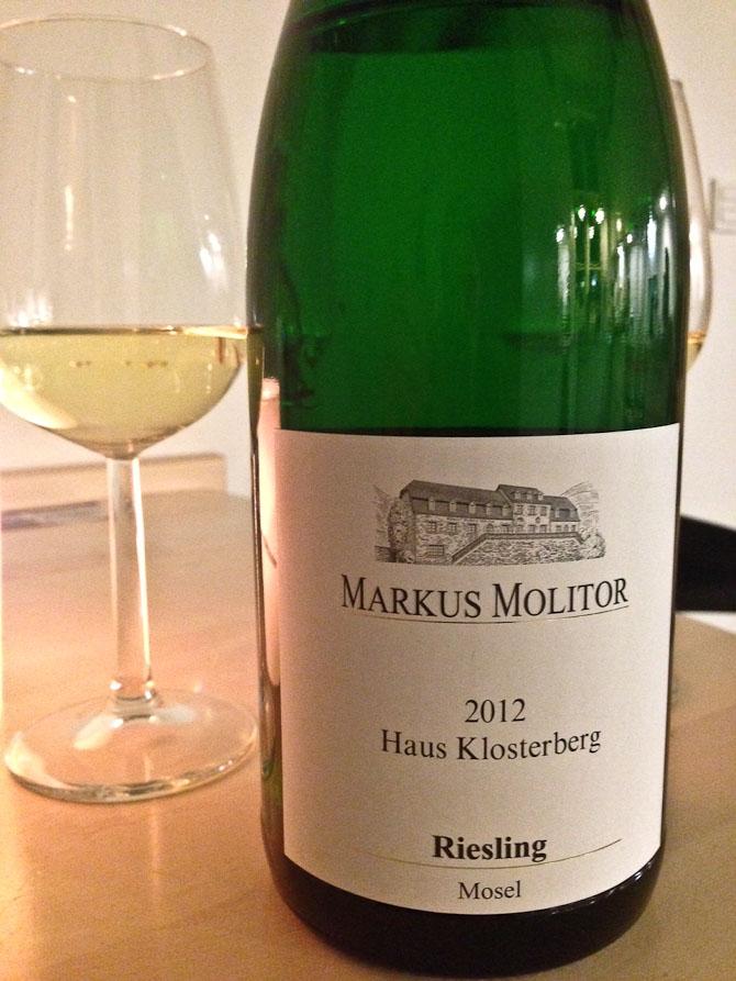 Vi drak en liter vin. Det er ikke altid, man finder 1,0 liter i vinform. Og så smager den oven i købet godt.