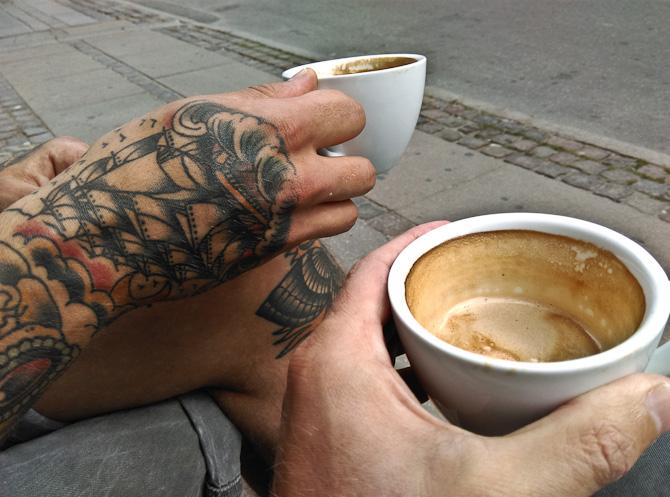 Jonathan og jeg drak kaffe