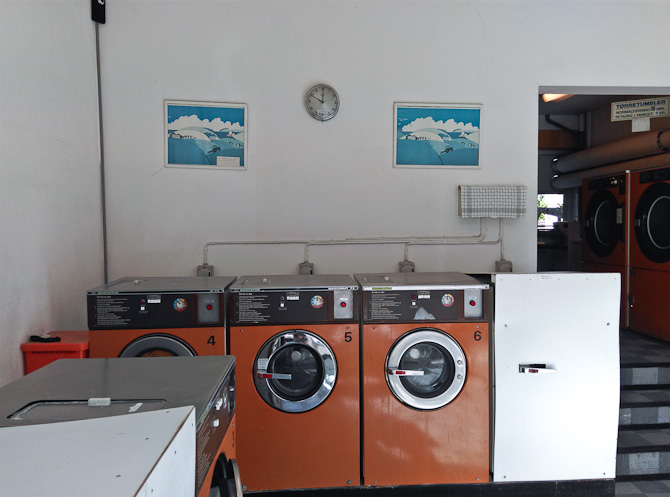Der er noget stemningsfuldt over et møntvaskeri. På den triste vis.