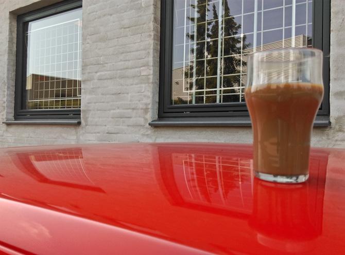 Kaffe på rødt tag