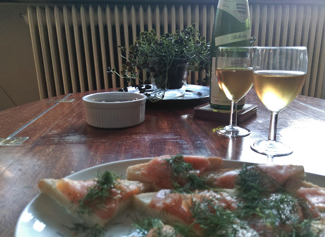 Laksesnitter og en gammel hvidvin