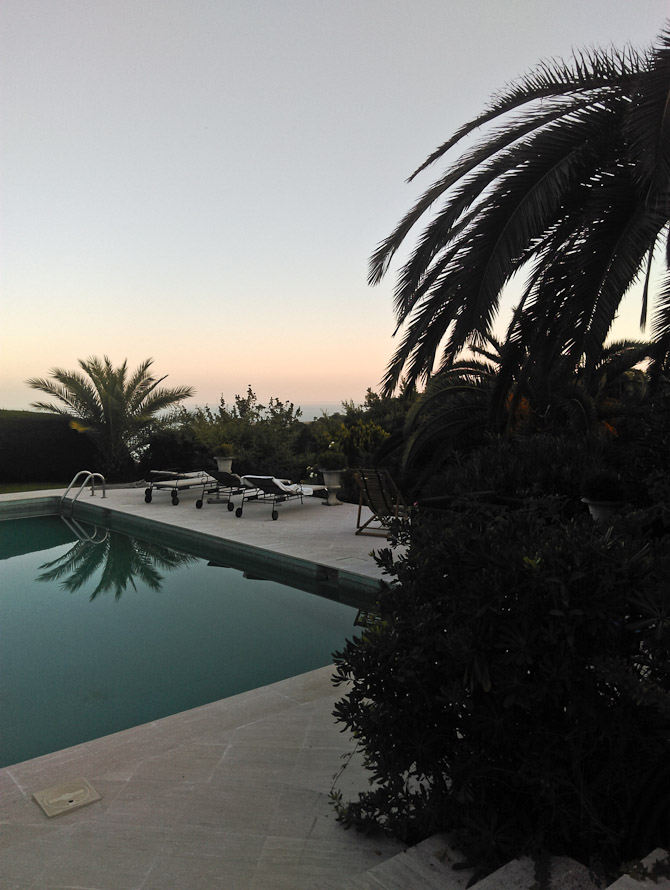 Solen gik ned over poolen