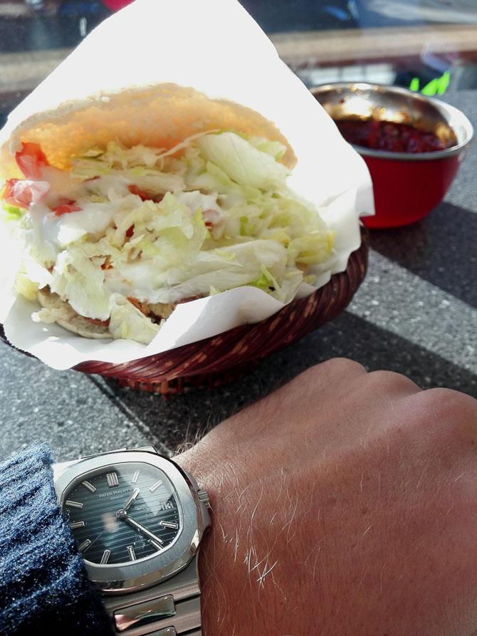 En 5711 og en falafel med chili