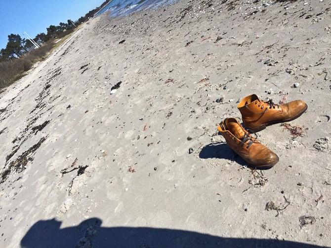 Bare fødder i sandet