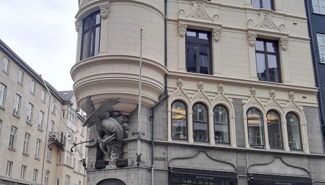 Dramatisk arkitektur