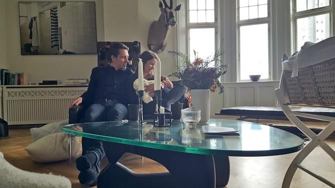 Vi samledes om bordet af glas - og den fine buket er sidenhen rykket ud
