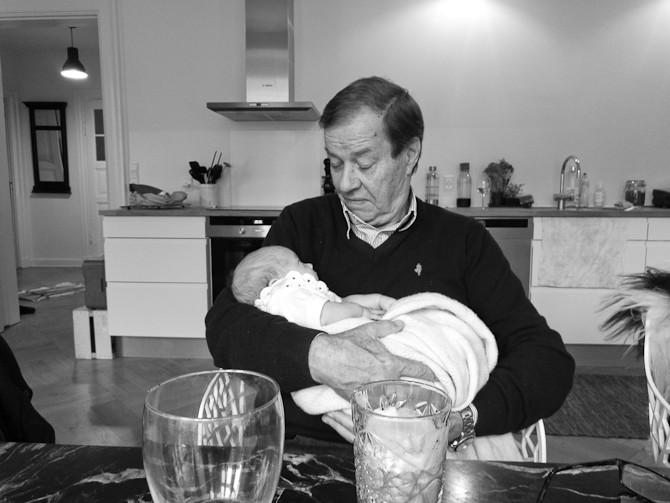 Farfar på besøg. Og farmor også.