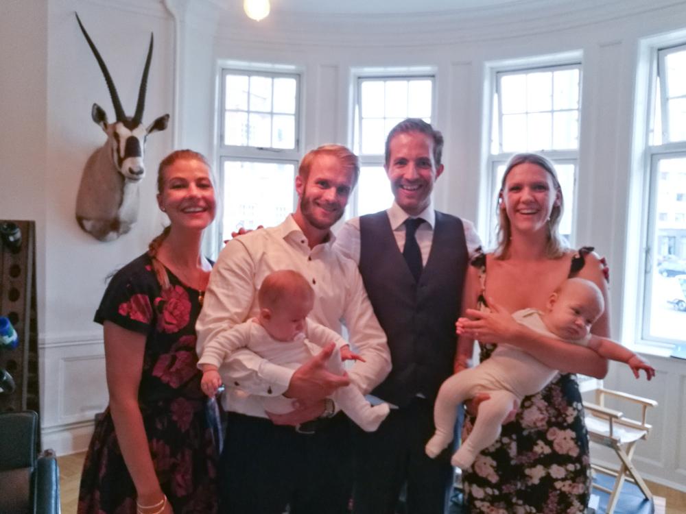 Richard i baggrunden, Stine, Anders, Emmy, Nicolai, Amalie og Ferdinand