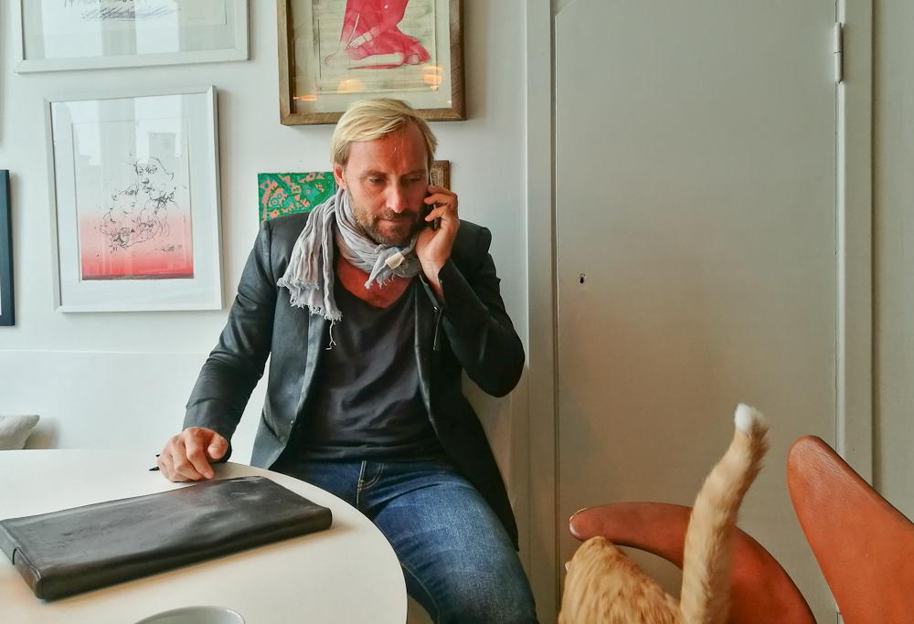 Gregersen telefonerede til en dyrelæge, da missen var uterlig.