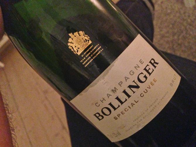 En ny Bond film med set i selskab med Bollinger.
