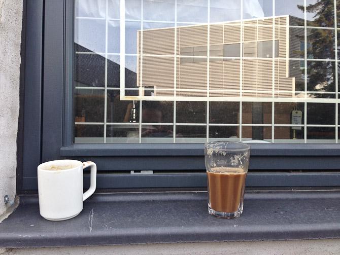 Ugens kaffeskud. Med Kavvers kop til venstre.