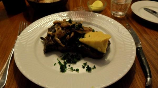 Dyr med svampe og overordentlig stor klump smør.