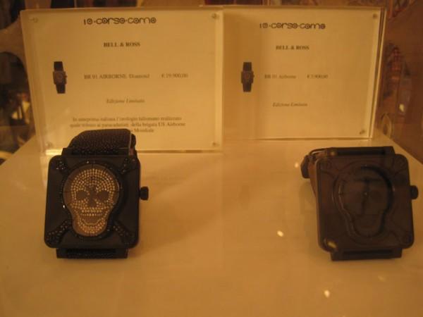 Bell & Ross i limiterede og alt andet end billige udgaver. Til venstre BR 01 AIRBORNE Diamond til 19.900 euro - til højre BR 01 Airborne til 3.900 euro.