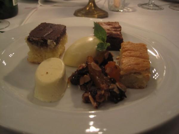 Tallerken med søde sager - også kendt som dessert...