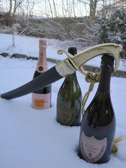 Længst væk er det Veuve Clicquot Ponsardin Rosé, i midten Dom Pérignon Vintage 1998 og nærmest er det også en Dom Pérignon Vintage 1998, men som Rosé.
