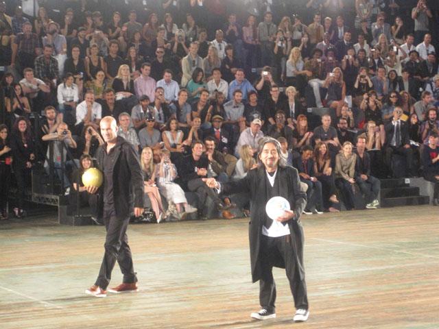 To legender - Zidane og Yamamoto. Og en masse publikum.