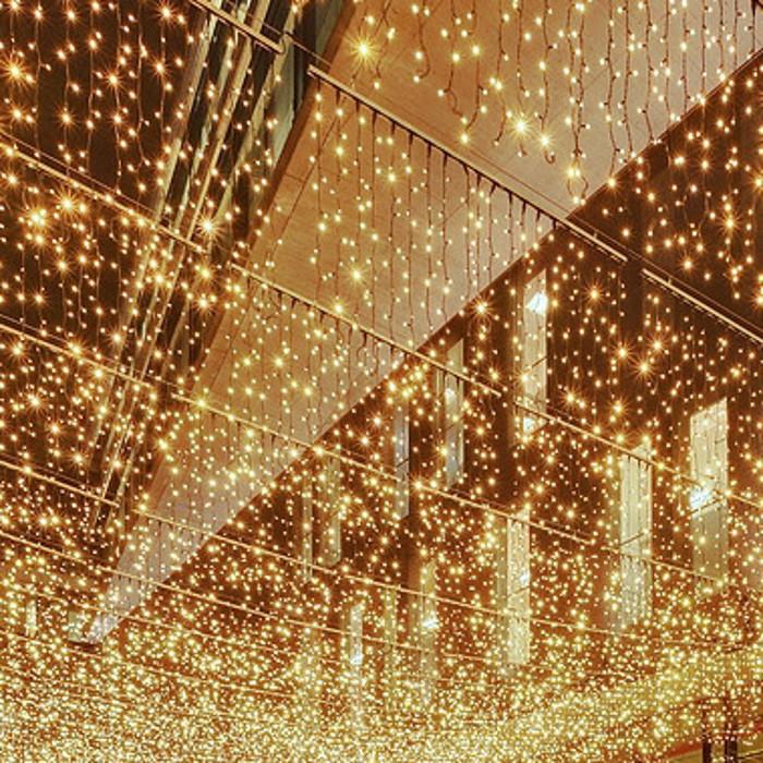 LED-Ueberspanunnung_mit_Drape-Lite_Lichterketten
