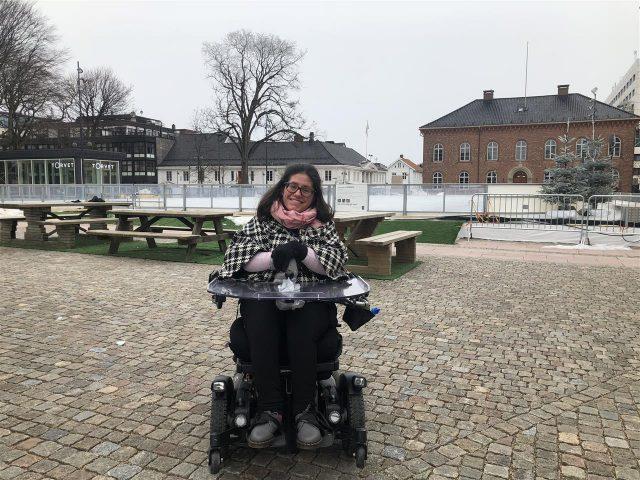 Marie foran rådhuset