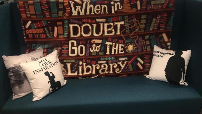 Sofa i Funkisbiblioteket