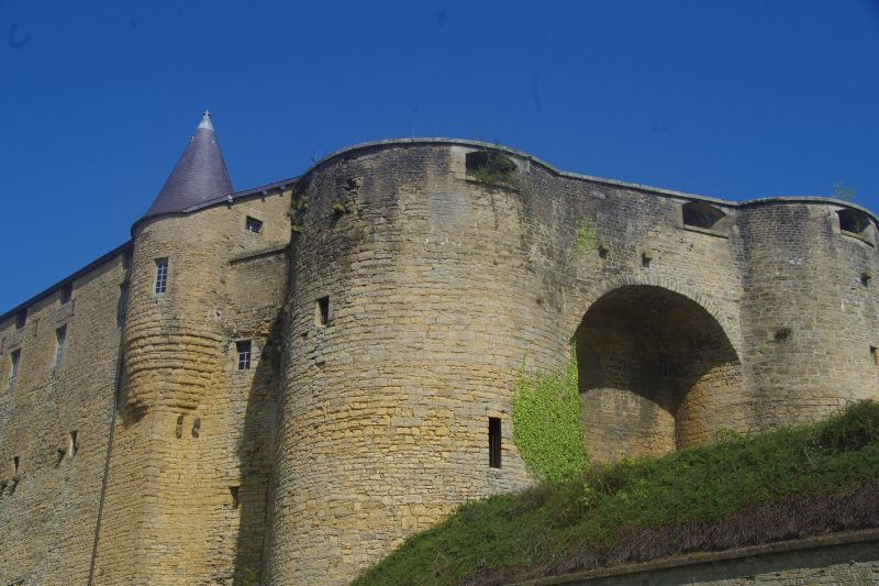 Sedan Chateau Fort