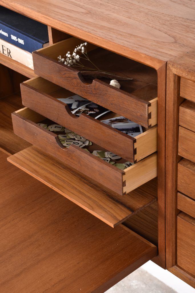 Detail secretaire cabinet with drop front door - 43,5h x 37,5d x 80l