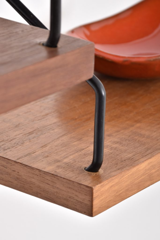 Detail shelf and metal bracket