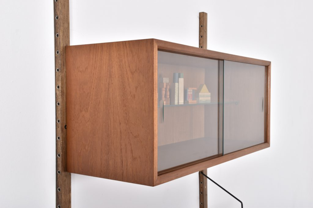 Small display cabinet - 33h x 30d x 80l