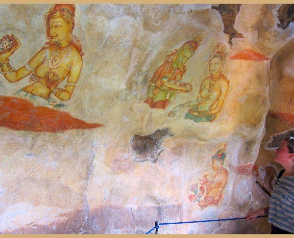 jeg beundrer maleriene i grottene i Sigiriya