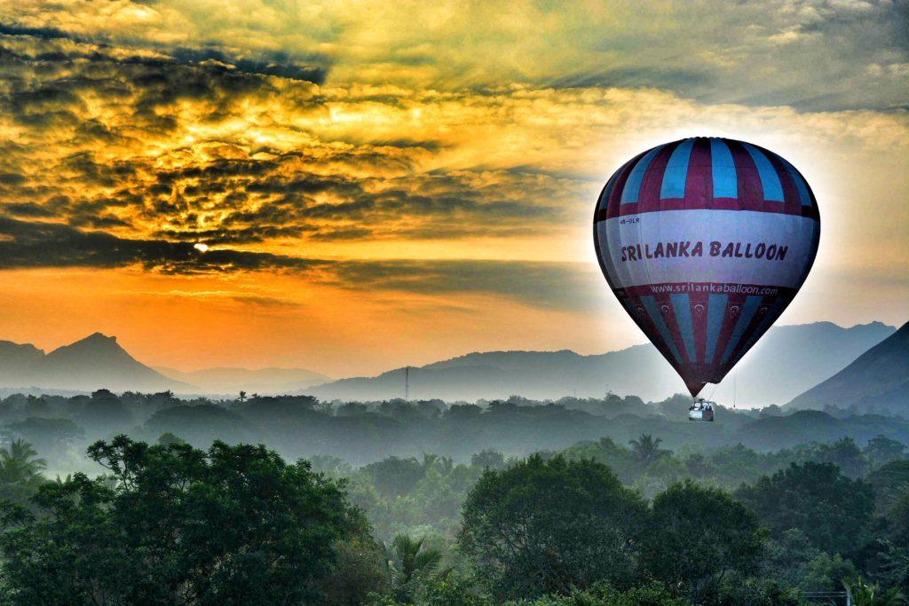 Fly ballong over jungelen på Sri Lanka