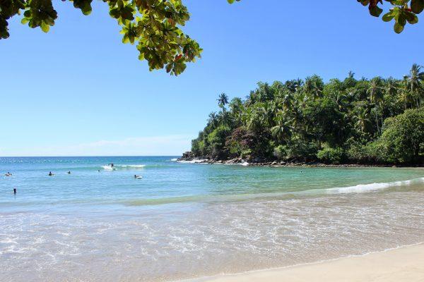 Hiriketiya Sri Lanka surfing strandliv