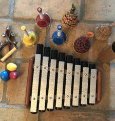 Métallophone, clochettes, caxixis, carillon Koshi, grelots, oeufs