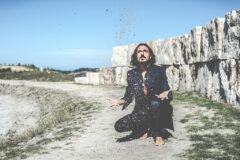 """The Clutters Storyteller"", lode al disordine nell'album di Mesmerising – COMPRA"