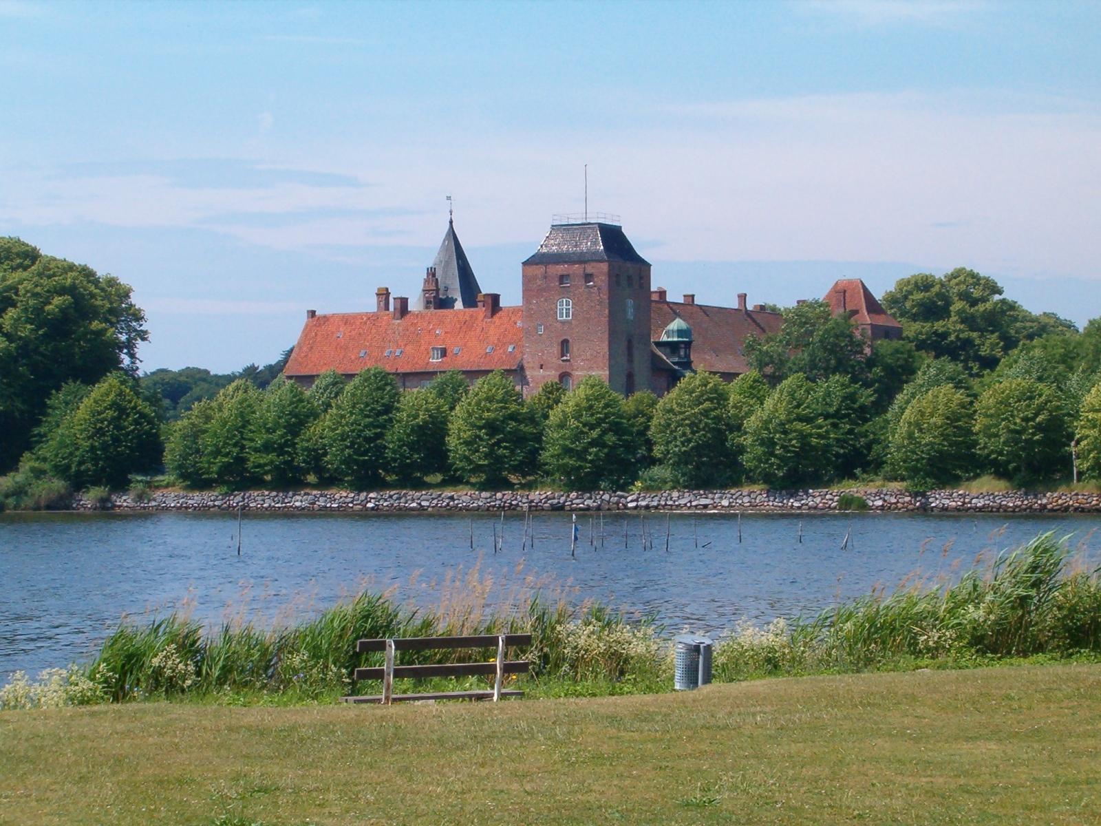 2006: Ålholm-fra-øst